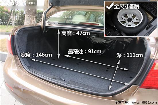 空间对比:比亚迪G6后排地板凸起影响空间  空间一直是自主品牌的一贯优势,两款车型同样没有例外,腾翼C50的2700mm轴距与同级别竞争对手中相比可以说是名列前茅,身高178cm的体验者正常坐姿后,前排有一拳头空间,后排腿部空间可以达到一拳半的距离,但即使腾翼C50后排头部空间采用内陷式设计,身高1.