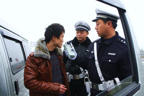 交警如何判断是否醉酒驾驶
