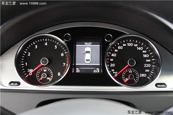 """大众CC一直被誉为大众旗下最美线条的车型,它将轿车的稳定性与跑车的灵敏度完美结合。一直以来流线型线条的大众CC都受到了国内众多年轻人的喜爱与青睐,在大众CC被引进国内并国产化后,价格优势也变得更加明显。2013款的一汽-大众CC与现款的大众CC相比,外观上有了略微的改变,整体感觉更加""""绅士""""稳重,下面就让编辑为您介绍这款备受国人关注的车型——新款的一汽-大众CC。 新款的一汽-大众CC沿用了海外版的大众CC设计,不难看出新款的一汽-大众CC许多设计视乎都看到"""