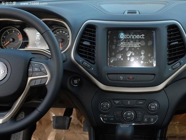 新消息称,广汽菲克Jeep自由光2.0L车型将标配整车声学包、前排双高清图片