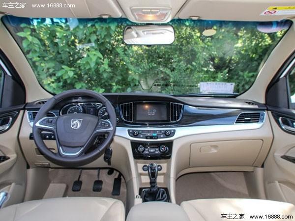 新车外观/内饰与现款车型保持一致。新车中央控制区搭载8寸触摸显示屏,具备倒车影像、导航、蓝牙电话、收音机等功能,其中导航在舒适型上为选装配置,豪华型标配。  动力方面,新车搭载1.8L汽油发动机,最大功率为101kW/5600rpm,峰值扭矩为186Nm/3600-4600rpm。匹配全新的5挡智能手动变速箱,该设备在传统手动变速箱的基础上增加了电子系统TCU和换挡执行器,取消了离合器踏板,驾车时只需直接切换挡位即可。