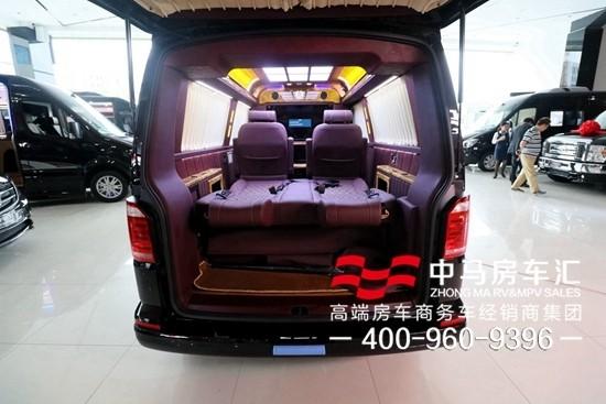 车载220v逆变电源插座,同时车上还配备了随车wifi,配合隐藏多功能小桌