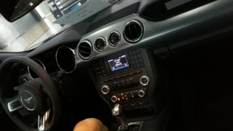 宝石红/黑性能包(19寸熏黑轮毂,加固后防倾杆,大规格刹车卡钳,气压表图片