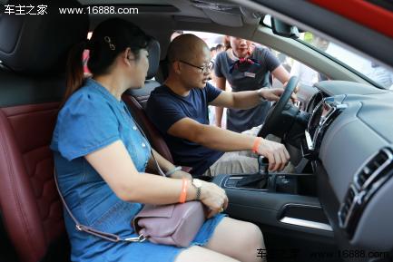 东风雪铁龙SUV天逸首批车主交付仪式高清图片