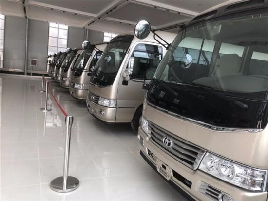 【图】丰田考斯特15座北京4s店内现车可以改装