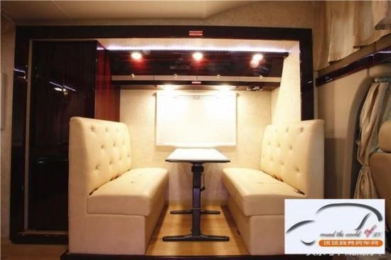 新款奔驰房车奔驰旅居房车K5049造型新颖
