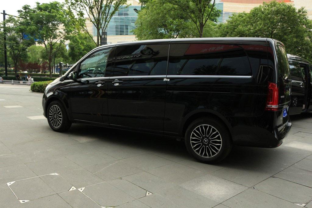 江西南昌超高性价比的奔驰v260商务房车  咨询热线:15088779054