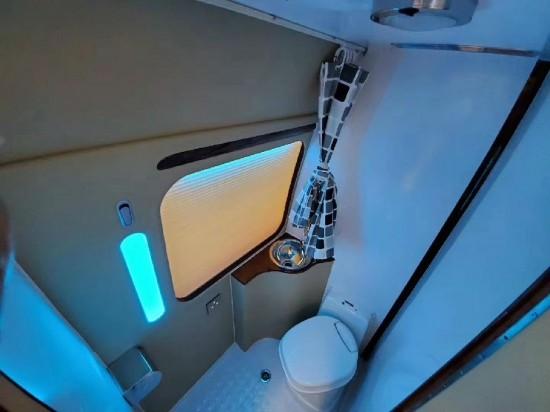 丰田考斯特低调、实用、大空间、有面子
