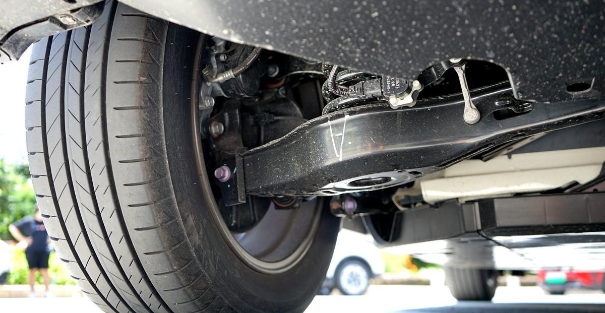 丰田C-HR EV试驾:竟给到了性能钢炮的炸裂错觉?_试驾评测 -第8张图片-汽车笔记网