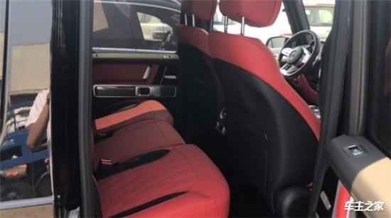 奔驰G63经过全新改款内饰豪华气派