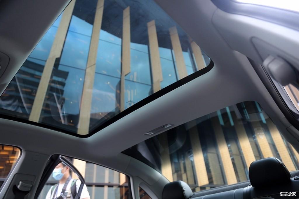 稳重的气质里藏着倔强的个性 荣威i6 MAX实拍解码_车型图解 -第13张图片-汽车笔记网