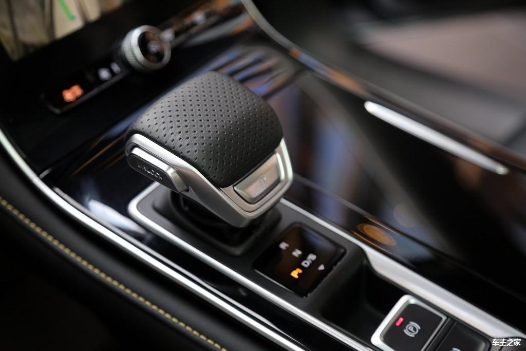 稳重的气质里藏着倔强的个性 荣威i6 MAX实拍解码_车型图解 -第15张图片-汽车笔记网